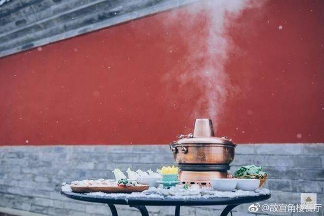 原先造成搶訂的故宮6688元年夜飯全部取消。       (取材自微博)