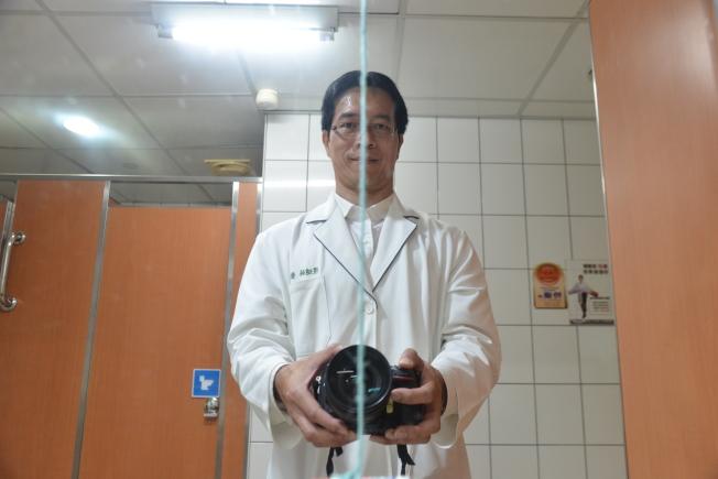 面對鏡中直線。(記者吳佩蓉/攝影)