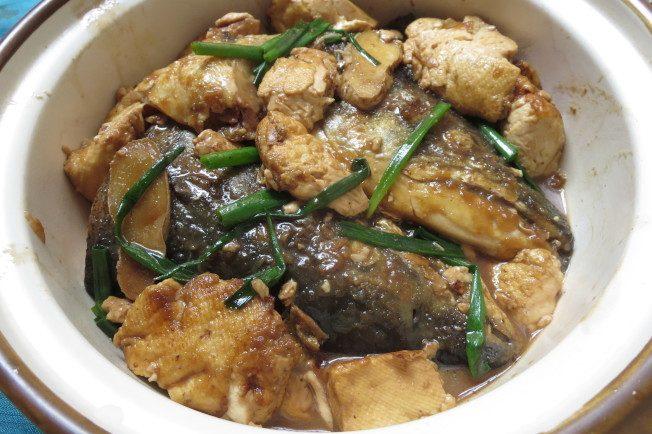 料理功夫|鴻運當頭 砂鍋魚頭煲