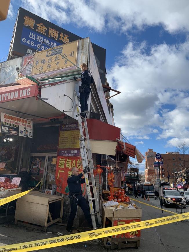 警方封鎖現場,調查招牌掉落事故。(讀者提供)