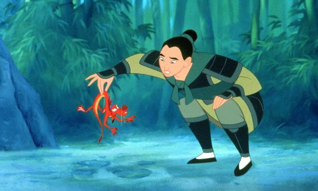 「花木蘭」動畫版中搶眼至極的木須龍,確定不會在真人版出現。圖/摘自imdb