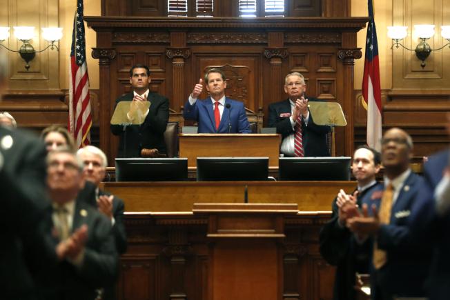 州長坎普發表州情咨文,強調保持收支平衡。(美聯社)