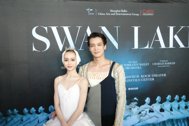 女主角戚冰雪(左)與男主角吳虎生。(記者金春香/攝影)