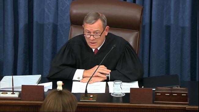 最高法院首席大法官羅伯茲預料將在審理彈劾案時,扮演溫和角色。(美聯社)