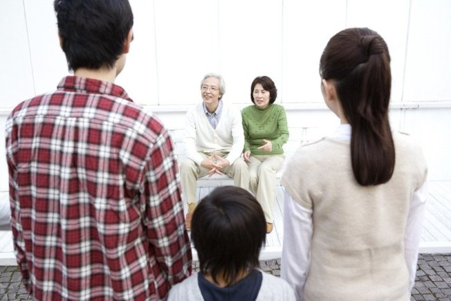 顧公婆是家人,分遺產是外人?圖為家庭情境示意圖。(取材自Ingimage)