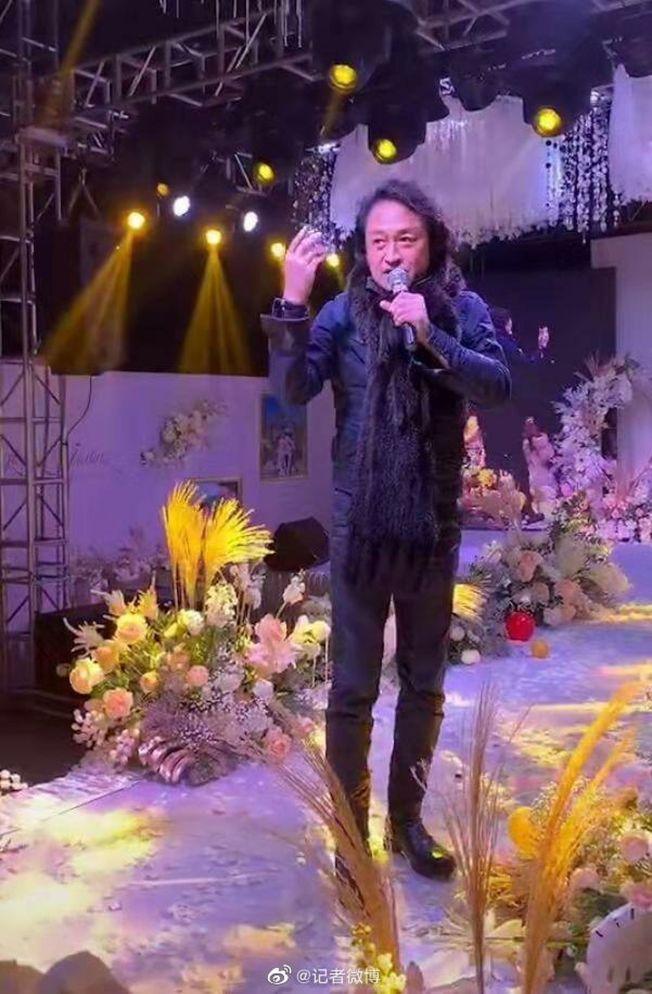 馬景濤傳到農村當婚禮歌手。(取材自微博)