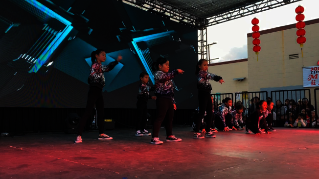蒙市天使舞蹈團表演。(記者李雪╱攝影)