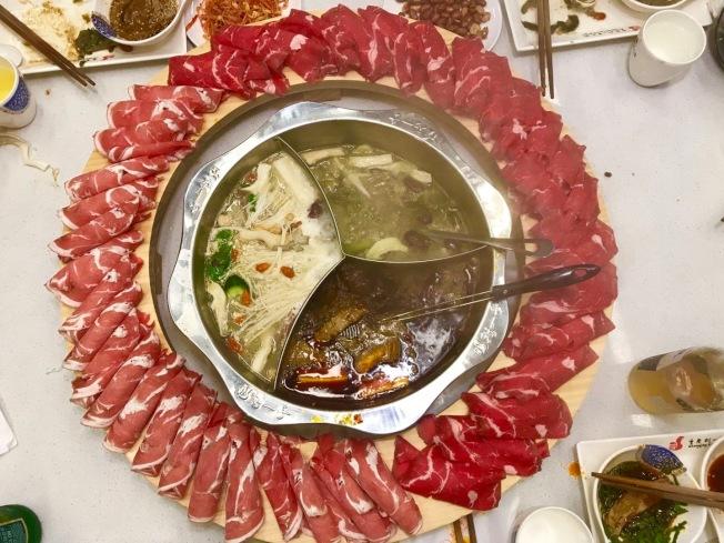 營養師建議,過年吃火鍋最好先吃蔬菜、再吃肉類和澱粉,才不會年後發胖悔不當初。(記者賴蕙榆/攝影)