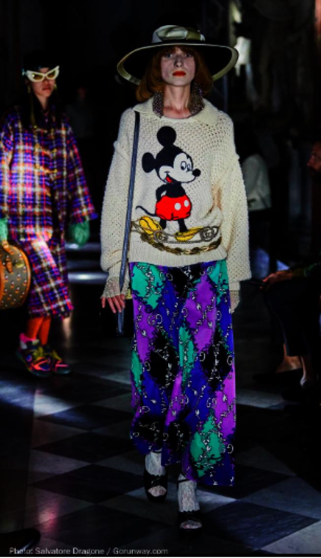 Gucci米老鼠白色刺繡毛衣。(取自Gorunway)
