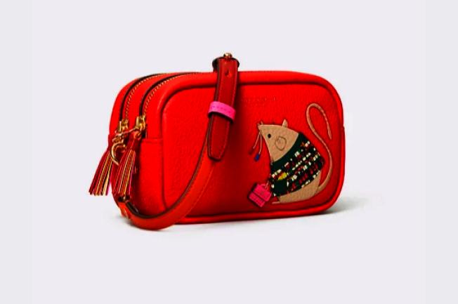 托里·伯奇以紅色為基調的鼠年單品挎包。(取自官網)
