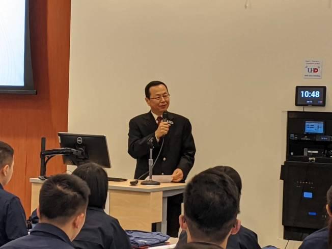 王曉明教授指出,美國市面上流動槍枝數和總人口差不多。(記者蕭永群/攝影)