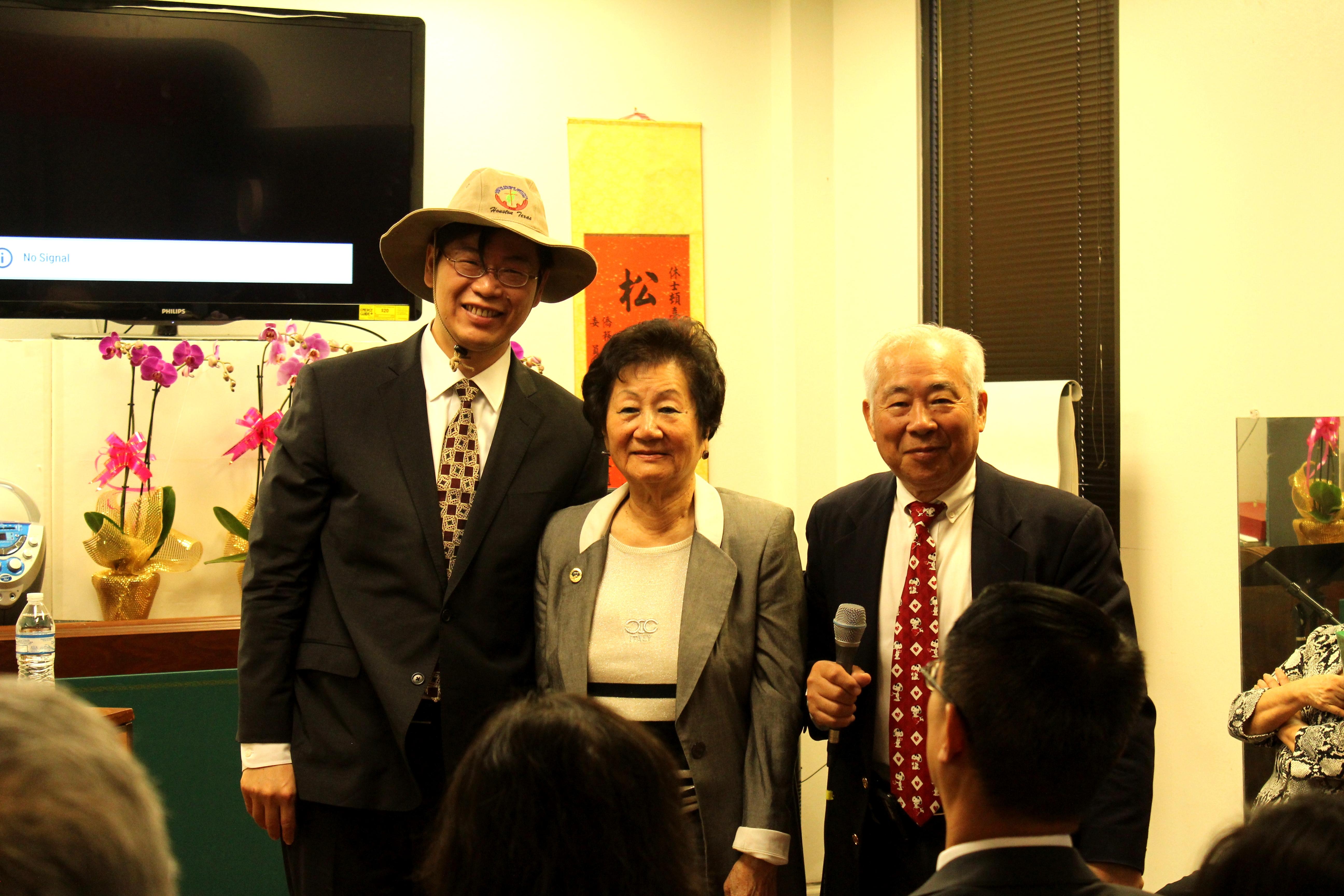 李君浩(左)、副董事長王貞慧(中)和許勝弘合影。(記者盧淑君/攝影)