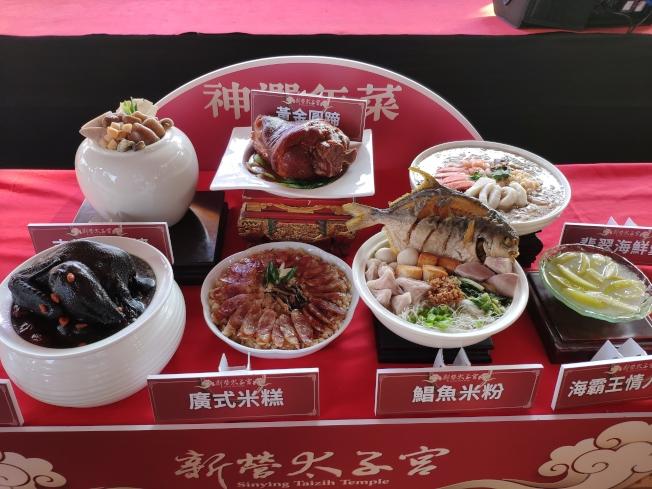 台南新營太子宮廟首度投入市場,除以7菜3988元加送限量發財金、平安米搶市。(記者謝進盛/攝影)