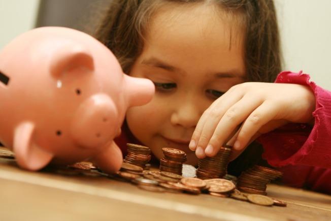 有效存錢投資,才能存到人生的第一桶金。(美聯社)