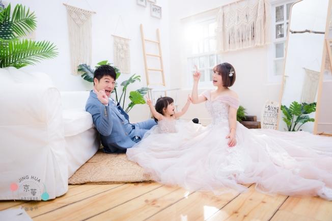 婚紗業者除了傳統的男女婚紗寫真,推出親子寫真、兒童寫真。(圖:京華婚紗提供)