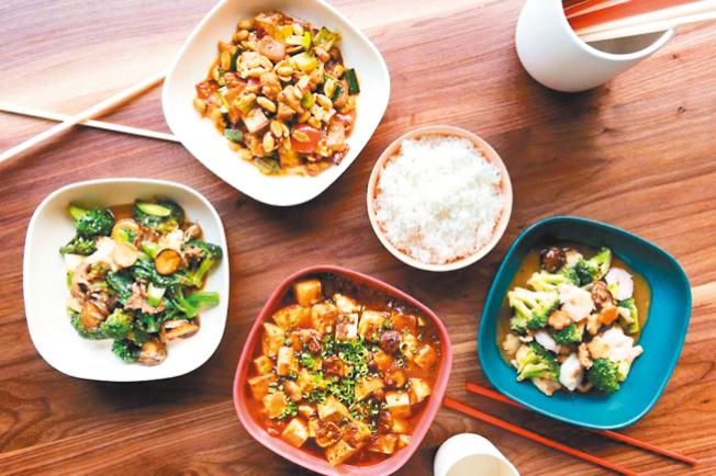 星級主廚布蘭登‧朱在舊金山新開了一家中餐館「馬馬虎虎」,用美國流行的中國菜用料做出便宜又美味的的食物。(取自推特)