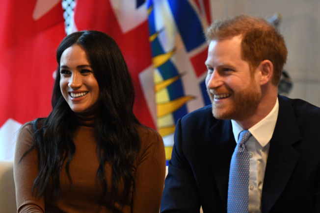 英國哈利王子(右)與妻子梅根宣布退居幕後,兩人英國住所浮若閣摩爾小別墅的員工逐步遭到解職。(Getty Images)