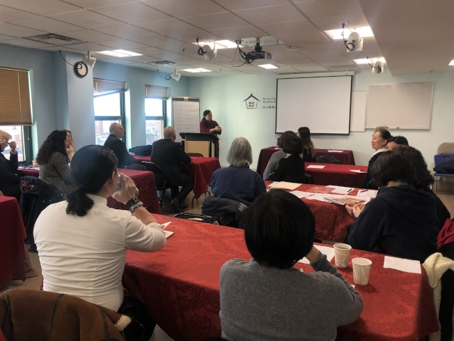 華埠多個組織與塔夫茲醫療中心亞裔健康提倡(AHI)合作,推廣無菸、防煙和戒菸。(記者劉晨懿之/攝影)