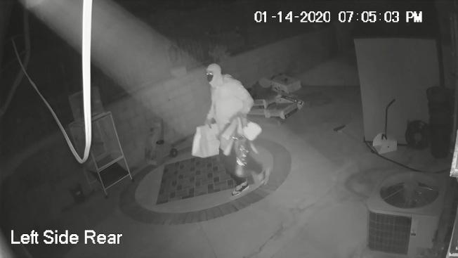 後院監視器拍到的歹徒影像。(陳女士提供)