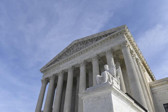 聯邦最高法院17日表示將考慮各州的總統選舉人如拒絕支持贏得選民票的人選,州方能否予以處分或更換。(美聯社)