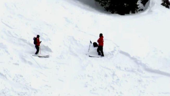 太浩湖地區16日暴風雪,氣象局發布雪崩預警,依然發生滑雪客一死一重傷的不幸。(電視新聞截圖)