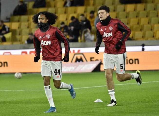 馬奎爾(右)成為傳統名門曼聯的新隊長。(美聯社)