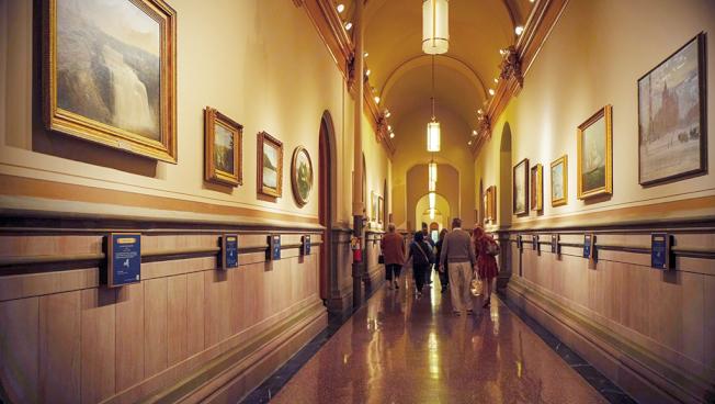 展示紐約州風景畫的長廊。