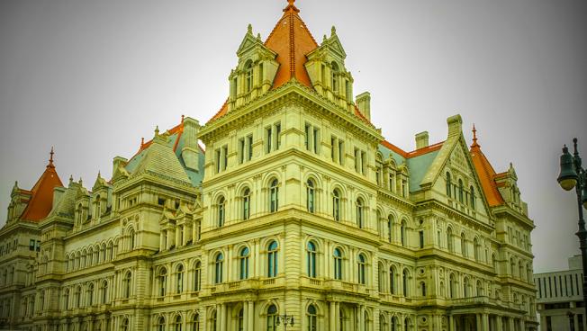紐約州議會大廈近景。