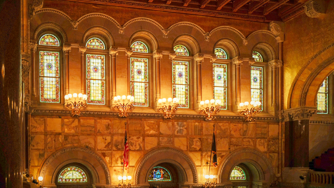 參議會議事大廳的建材來自世界各地。