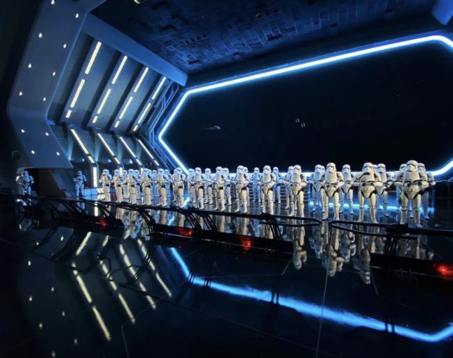 「反叛軍崛起」1月17日正式在加州迪士尼樂園登場,首次讓遊客進入星戰電影裡反派第一秩序的戰艦。(記者馬雲/攝影)