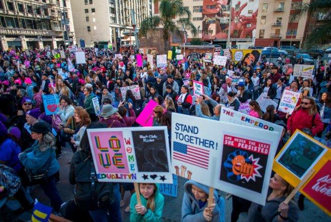 洛杉磯婦女大遊行有數千人參加。(KTLA電視台)