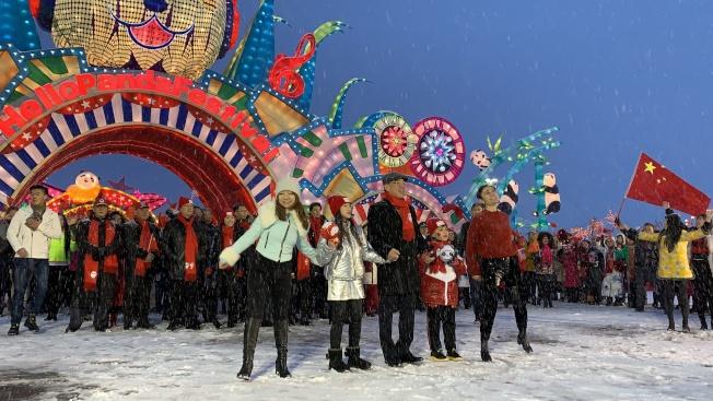 黃屏與北美多個社團領袖出席「Hello Panda Festival」慶祝北京冬奧日活動,預祝2022年北京冬奧會成功。(記者賴蕙榆/攝影)