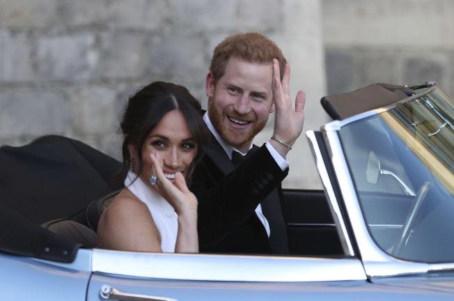 英國哈利王子之妻梅根(左)據傳對加拿大卑詩省西溫地區一棟價值2100萬英鎊的夢幻海濱豪宅感興趣。(美聯社)