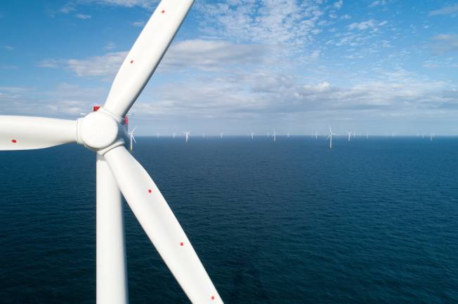 圖為今年將完工的全球最大風場「霍恩西一號」(Hornsea One),預計將帶來1.2GW的發電量。(Getty Images)