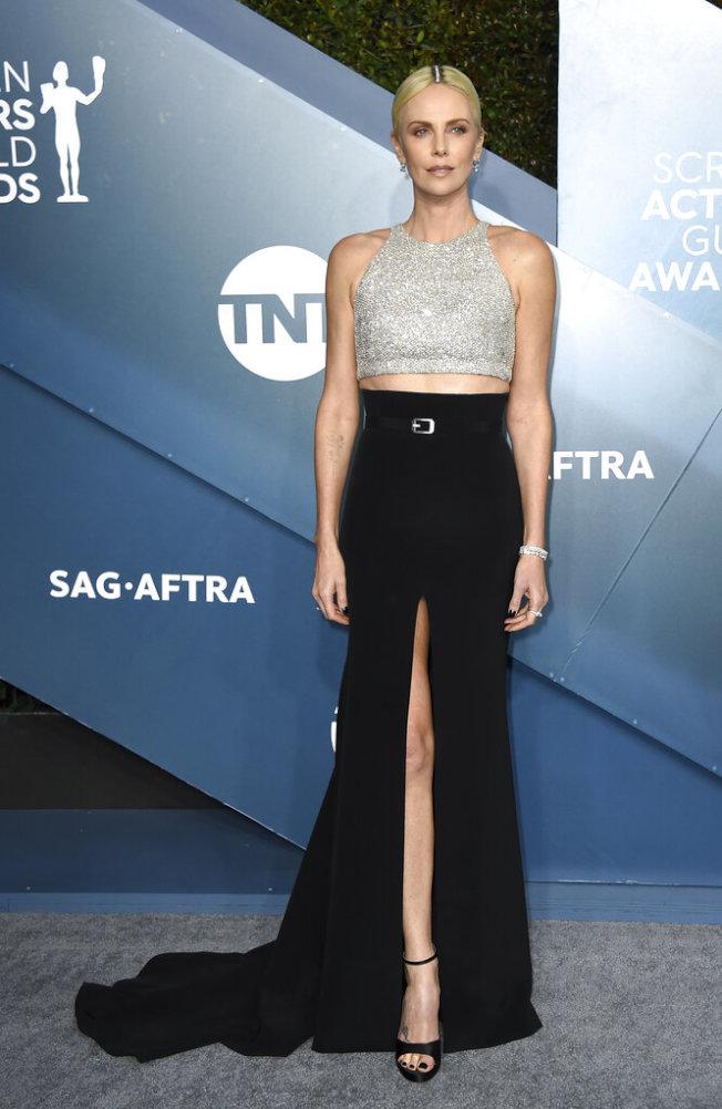 莎莉賽隆(Charlize Theron)以反性侵题材电影「重磅腥聞」入围最佳女主角,出席演員工會獎。(美聯社圖片)