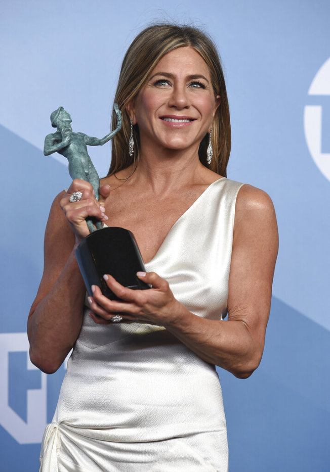 珍妮佛安妮斯頓因劇集「晨間直播秀」獲得了劇情類電視最佳女主角。(美聯社圖片)