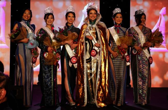 2020年華埠小姐選舉,陳皓盈(中)封后。(主辦方提供)