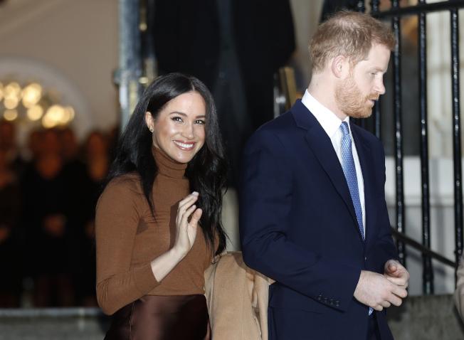 英國哈利王子夫婦本月7日造訪加拿大駐倫敦辦事處。哈利夫婦淡出王室後,可能會住在加拿大。(美聯社)