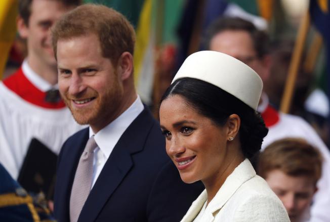 英國白金漢宫18日宣布,哈利王子與妻子梅根將不再使用王室「殿下」頭銜,成為轟動大新聞。(美聯社)