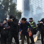 15萬港人集會 爆發流血衝突 警催淚彈腰斬