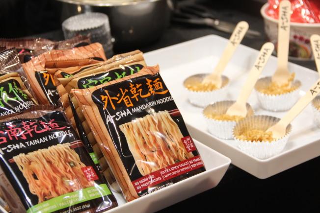 台灣麵食攤位,提供現場試吃。(記者李晗 / 攝影)