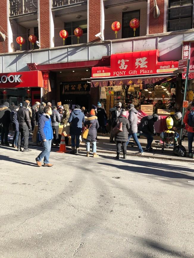 因拍攝緣故街道禁停,造成民眾商家不便。(記者顏嘉瑩/攝影)