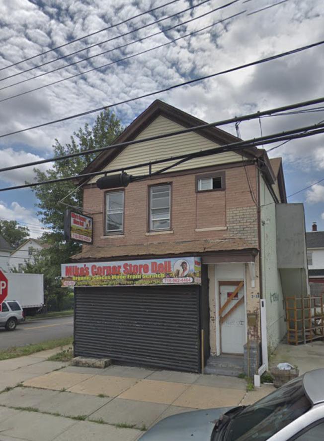 此房子著火後,消防員在內發現一名男子死亡,雙手被綁在背後。(取自谷歌地圖)