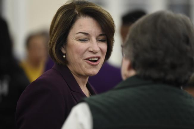 「紐約時報」表態支持聯邦參議員柯洛布查,指她象徵民主黨政治光譜的中間立場。(美聯社)