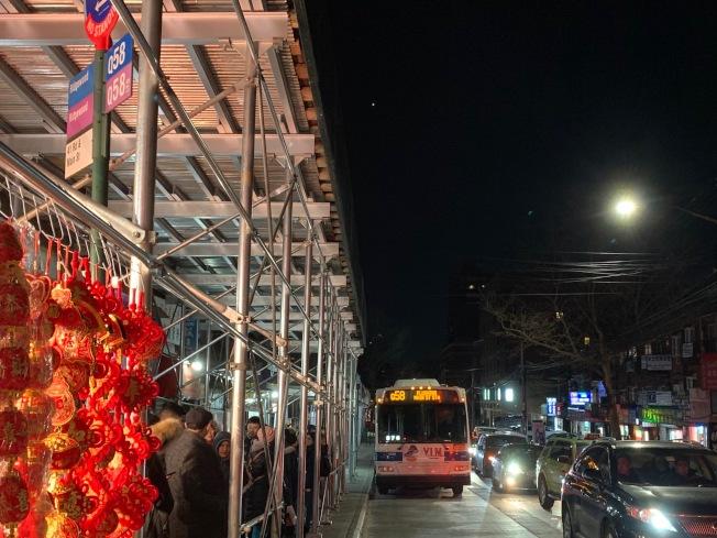 春季將啟用的皇后區新公車系統,往返法拉盛和瑞吉屋的Q58公車將改名為「QT6」。(記者賴蕙榆/攝影)