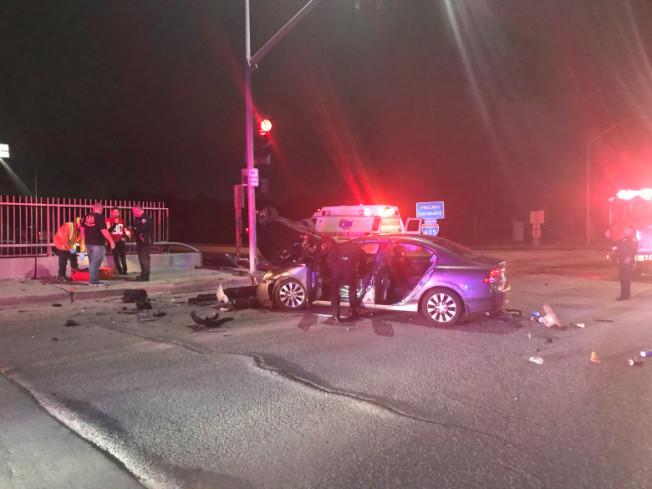 歐溫岱市19日晚上發生酒駕車禍,三輛車撞成一團,造成兩名婦女和一名嬰兒受傷送醫。 (歐溫岱市警局提供)