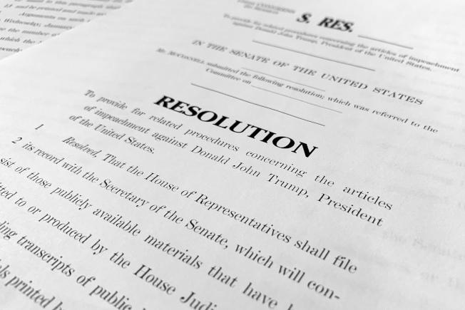 參院多數黨領袖麥康諾20日晚提出參院審理彈劾川普總統的路線圖,作為21日下午開審的程序依據。(美聯社)