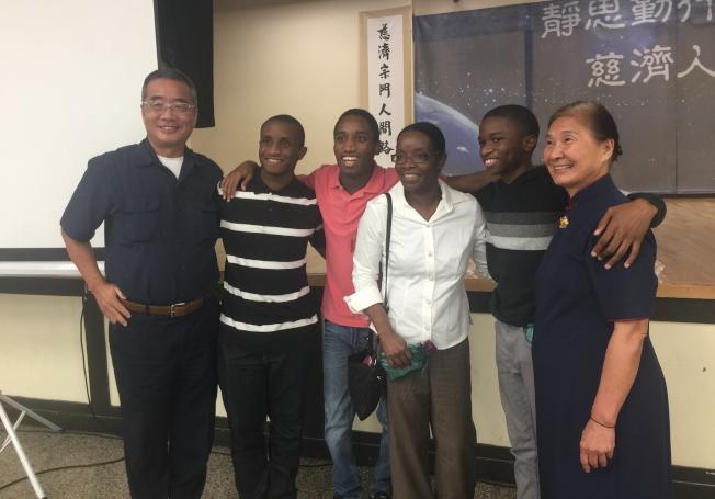 慈濟奧蘭多聯絡處歲末祝福感恩會,多個非裔家庭與會。(記者陳文迪/攝影)