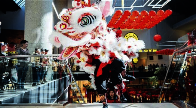 亞凱迪亞市西野購物中心將舉辦盛大農曆新年活動,屆時將有精彩的舞龍舞獅表演。(Westfield Santa Anita)