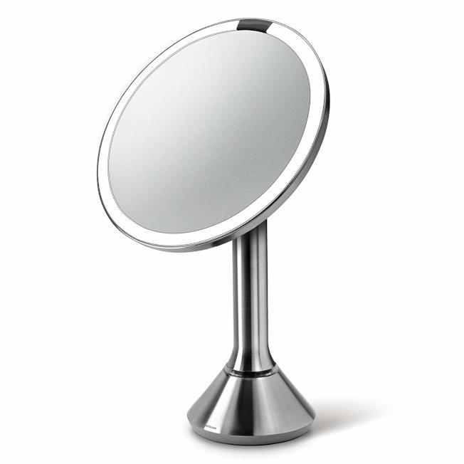 Simplehuman Sensor Mirror 感應化妝鏡。(官網圖)